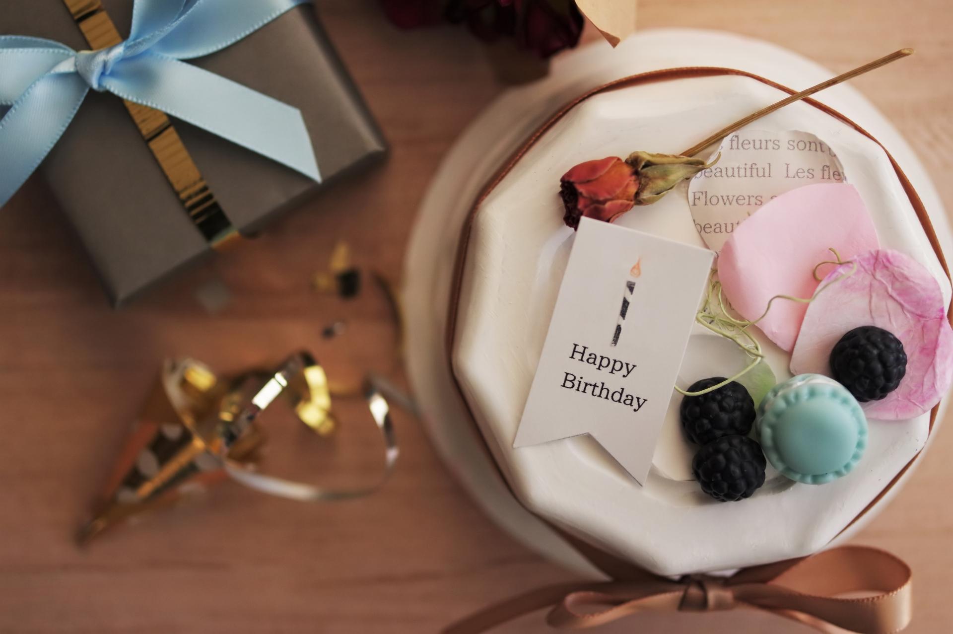 通販 スマッシュ ケーキ 1歳の誕生日ケーキならスマッシュケーキ.comへ。お祝いに人気の写真映えする可愛い誕生日ケーキをご用意。アレルギーにも配慮した安心のケーキなので、1歳のお子様にもおすすめです。ケーキは5号サイズもご用意しております。こちらではスマッシュケーキについてご紹介いたします。